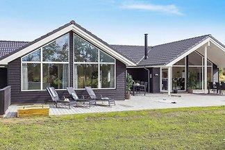 Modernes Ferienhaus in Falster mit Schwimmbad