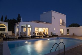 Schöne Villa mit privatem Pool in Lagos,...