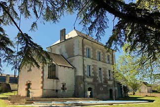 Wunderschöne Villa in Cussay mit Swimmingpool