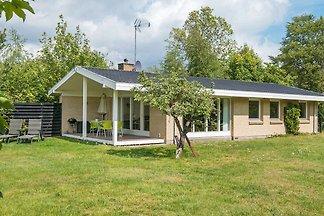Modernes Cottage mit Kamin in Egå
