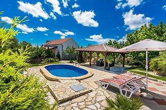 Luxuriöses Ferienhaus in Zemunik Gornji mit...