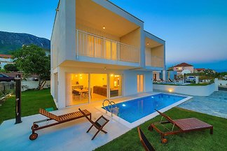Luxuriöse Villa in Kaštel Gomilica mit Pool