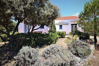 Gemütliches Ferienhaus mit Garten in Mandre