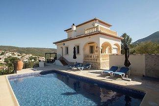 Atemberaubendes Ferienhaus mit eigenem Pool i...
