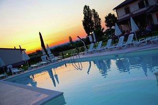 Villa moderna a Cannara con piscina