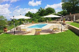 Villa mit Pool und Jacuzzi in Panoramalage au...