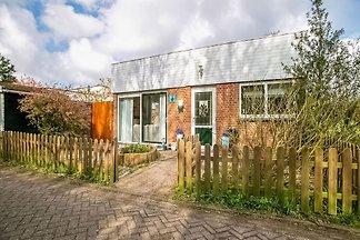 Liebenswertes Ferienhaus in Noordwijkerhout m...
