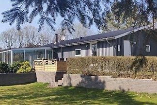 Hübsches Cottage mit Swimmingpool in Farsø