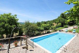 Moderne Villa mit Swimmingpool in Piobbico