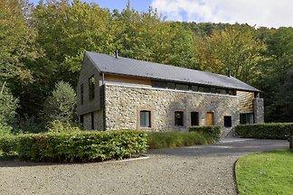 Modernes Ferienhaus mit Garten im Wald in...