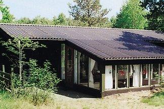 Gemütliches Ferienhaus in Aakirkeby mit Stran...