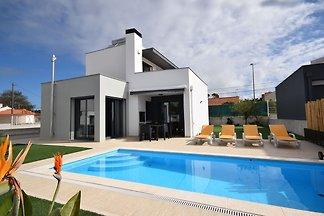 Luxuriöse Villa mit eigenem Swimmingpool in F...