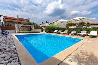 Komfortables Ferienhaus mit privatem Pool, Wh...