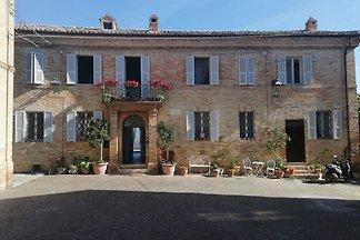 Historisches Ferienhaus in Monterubbiano mit...