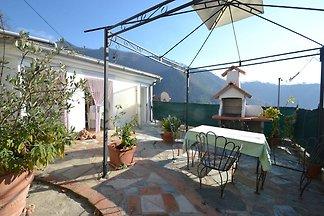 Maison de vacances moderne avec terrasse à...