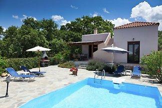 Luxuriöse Villa mit Swimmingpool in Prines...