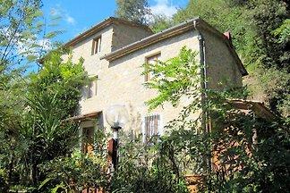 Spazioso cottage con piscina privata a...