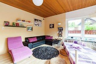 Amplia casa para grupos con jardín en...