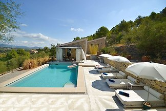 Moderne Villa mit eigenem Pool in Selva...