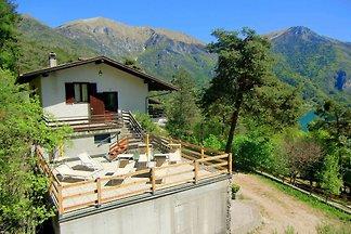 Modernes Ferienhaus mit eigenem Garten in Pur...