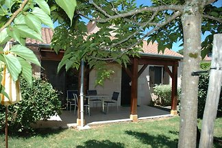 Attached house with garden for 2 people and a...