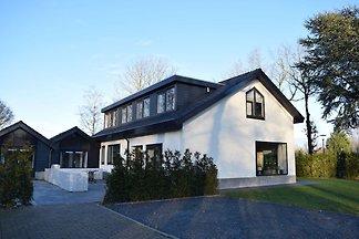Wunderschöne Villa mit viel Privatsphäre nahe...