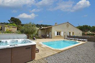 Moderne Villa mit privatem Pool in...