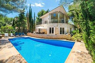 Luxuriöses Ferienhaus mit Swimmingpool in...
