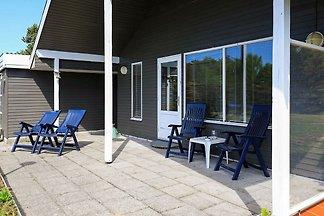 Gemütliches Ferienhaus in Hals mit Terrasse