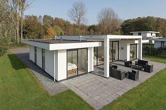 Schickes Ferienhaus in Zeewolde mit Terrasse