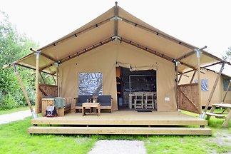 Schönes Zelt mit Küche und Dusche in der Nähe...