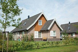 Schönes Ferienhaus mit 2 Bädern, 2 km von...