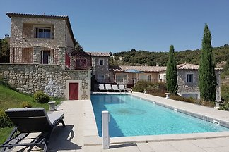 Boutique-Ferienvilla in St. Ambroix mit Pool