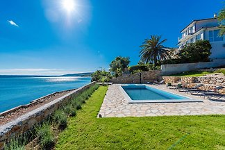 Moderne Villa in Maslenica mit Swimmingpool