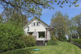 Schöne Villa mit eingezäuntem Garten in Waldn...