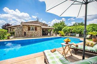Schönes Steinhaus mit Swimmingpool bei Selva