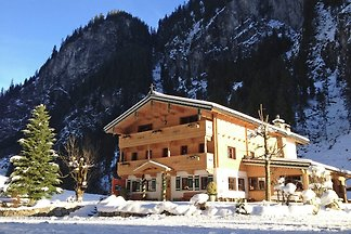 Quaint Chalet in Mayrhofen near Ski Lift