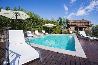 Moderne Villa mit Pool in Cortona, Italien