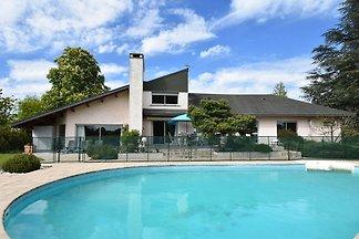 Schönes Ferienhaus mit eigenem Pool in Decize