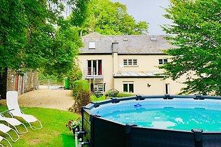 Geräumiges Ferienhaus in Gouvy mit Terrasse