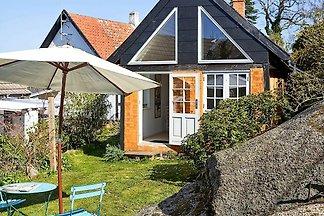 Traditionelles Ferienhaus in Svaneke nahe kle...
