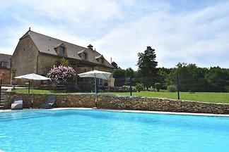 Wspaniały widok na dom w okolicach Les Eyzies...