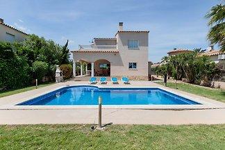 Freistehende Villa mit privatem Pool in der N...