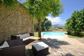 Traditionelles Ferienhaus mit eigenem Pool in...