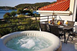 Luxuriöse Villa in Zaton mit Whirlpool