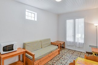 Appealing Holiday Home in Saint-Savinien with...