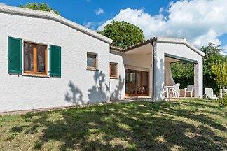Ruhiges Ferienhaus mit Kamin in Villaggio...