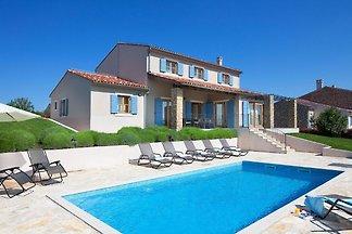 Freistehende Villa in Baredine mit Pool