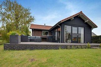 Schönes Ferienhaus in Wassernähe, mit 2...
