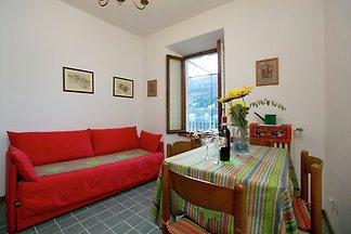 Traditionelles Landhaus am See im Piemont